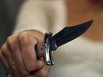 Забайкалка с ножом напала на полицейского при задержании ее собутыльников за кражу