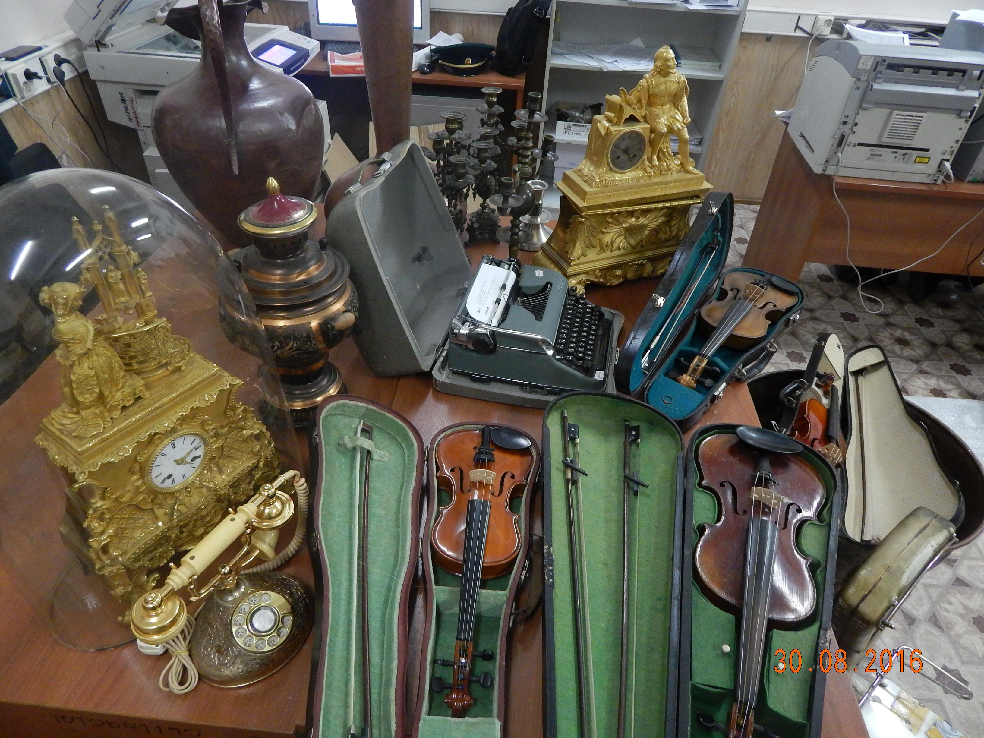 Неменее 170кг раритетных вещей изъяли укитайцев награнице вЗабайкальске