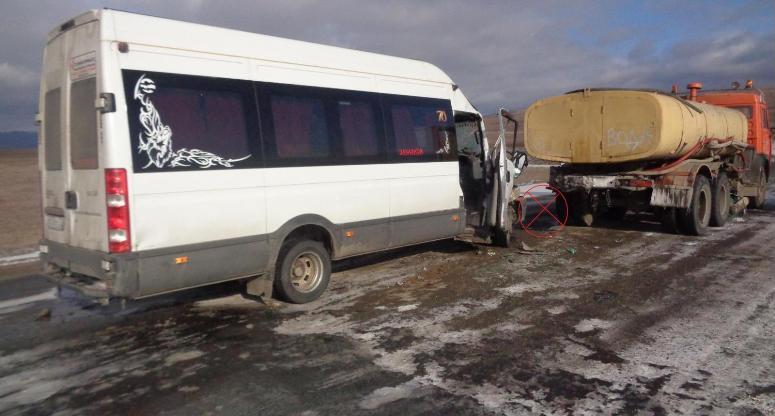5 человек пострадали встолкновении микроавтобуса иКамАЗа вЗабайкалье