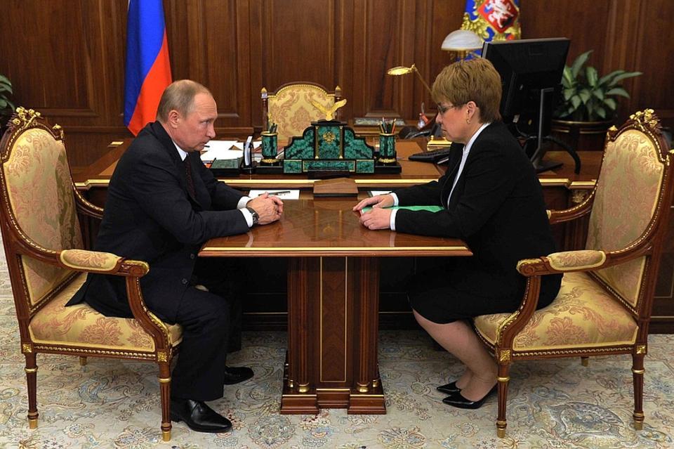 Путин пообещал Ждановой поддержку всоциальных обязательствах вЗабайкалье до2019г