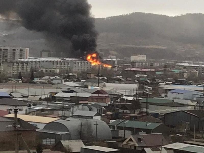Видео с места пожара крытого  рынка делятся очевидцы