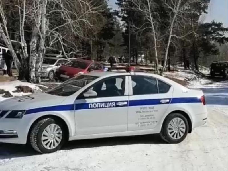 Жители Ивановки перегородили проезд к карьеру, в котором власти решили сжечь свиней
