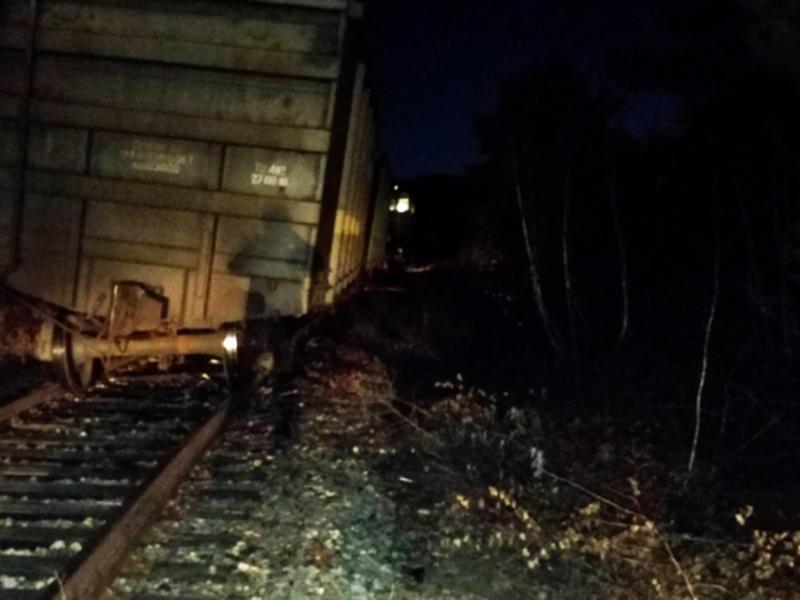 99 человек устраняют последствия аварии после схода вагонов с углём в Забайкалье