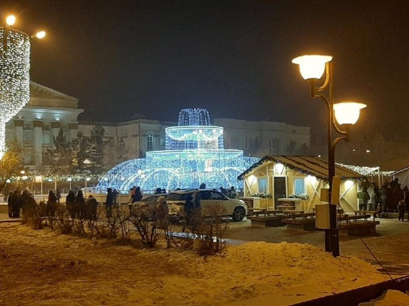 Зимний фонтан и каток открылись на пл. Ленина в Чите