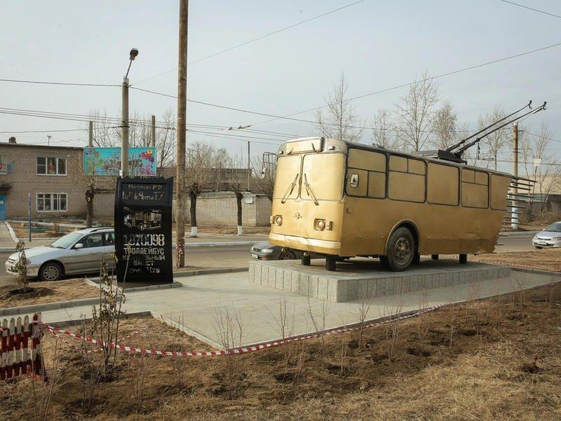 Блогер Варламов высказался о читинском памятнике троллейбусу