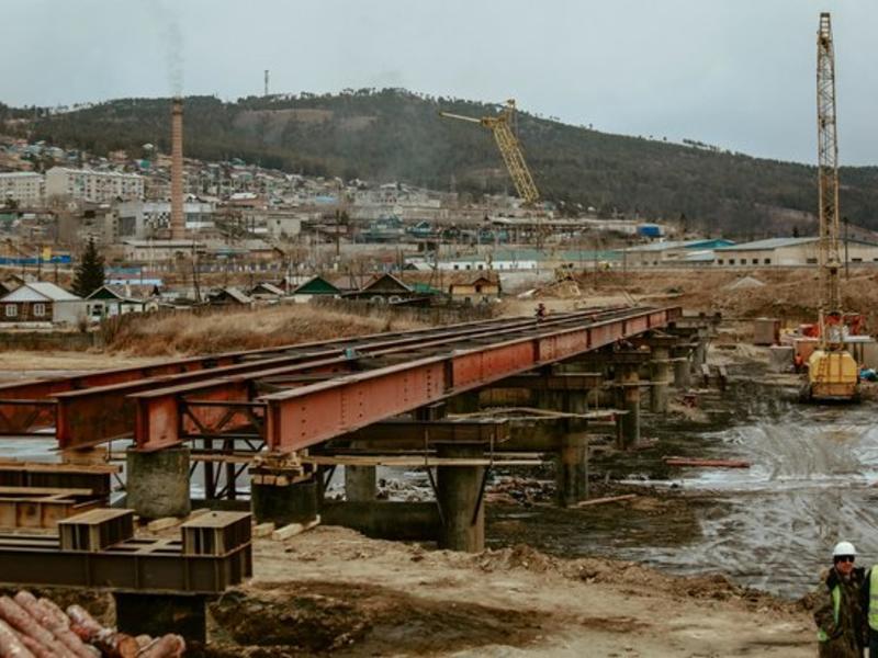 Соединить два берега. В Дарасуне продолжается строительство временного моста