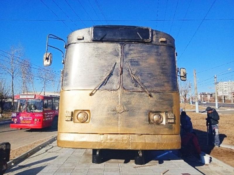 Мэрия Читы продолжит сотрудничество с автором арт-объекта троллейбуса около депо