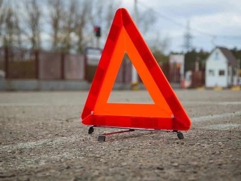 Водитель мопеда без прав въехал в иномарку в Краснокаменске