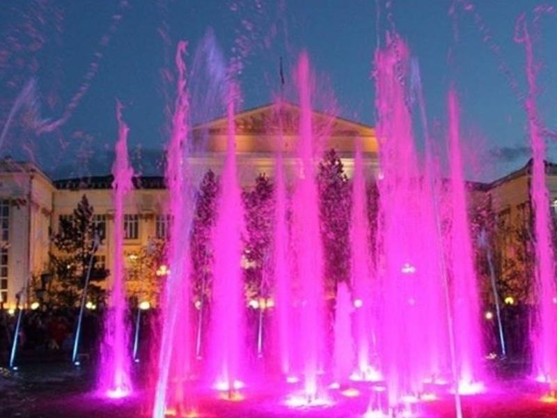 Музыкальный фонтан запустили на площади в Чите в День России