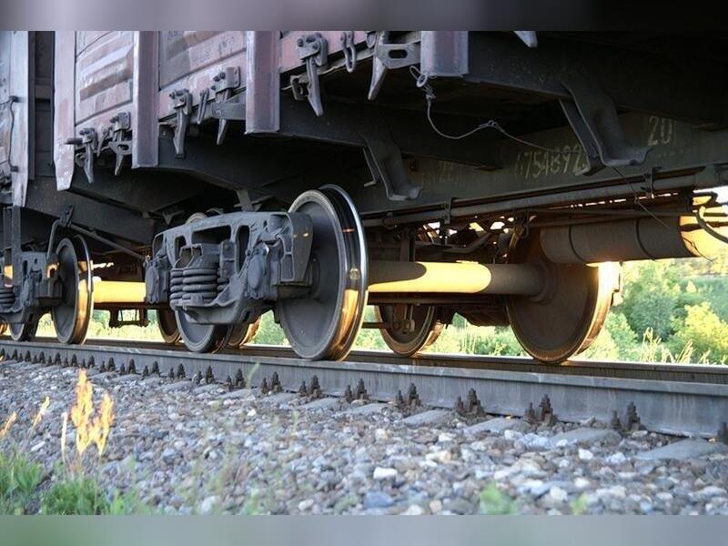 Грузовые поезда сошли с рельсов в Забайкалье