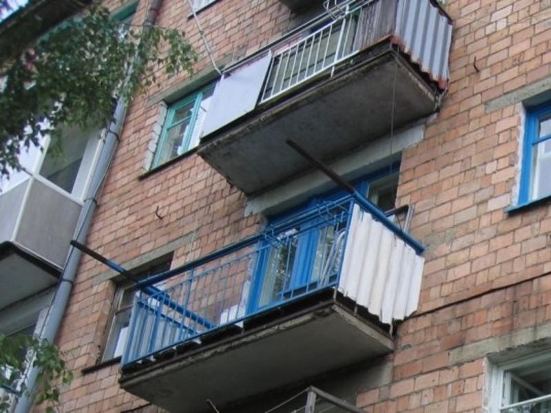 Адельфос фото номера с балконом футбольная