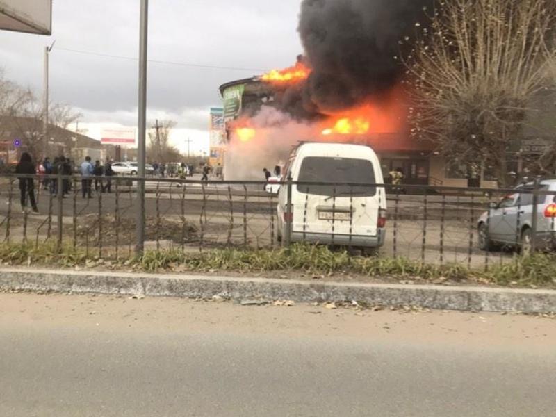 От возгорания крытого рынка в 1 мкр может пострадать жилой дом