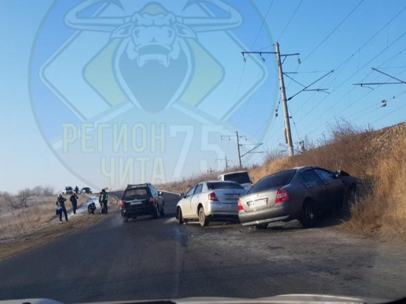 Два автомобиля столкнулись на Черновских в Чите – есть пострадавший