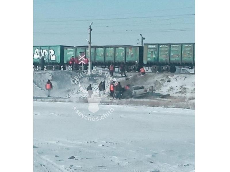 4-летний ребенок и мать пострадали в ДТП с поездом в Читинском районе