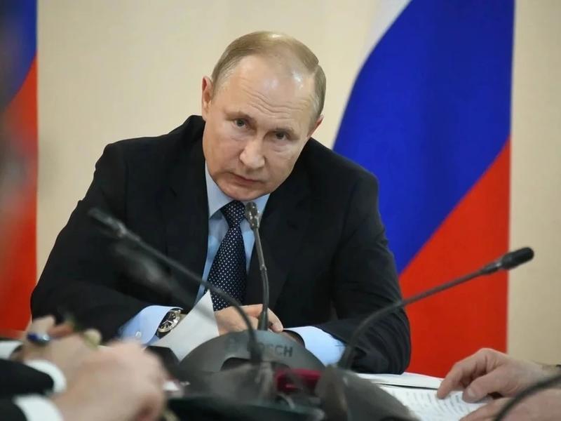 Путин потребовал обеспечить бесплатными лекарствами пациентов с COVID-19