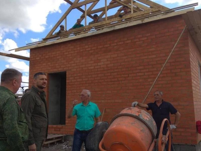 Новые дома в сгоревшем Тасырхое готовы на 80-90% - Гурулев