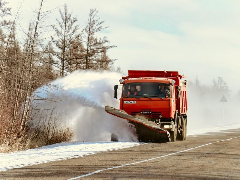 Упрдор повысил число снегоуборочной техники с 52 до 78 - снегопад осложнил обстановку на дорогах