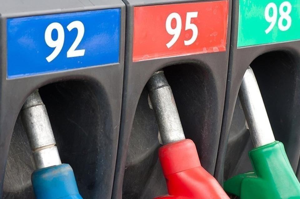 На русских АЗС начался недостаток топлива. Цены резко увеличились