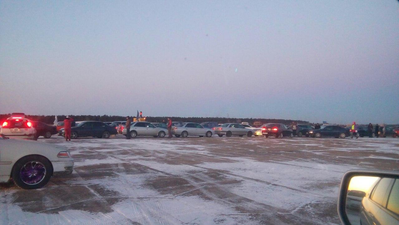 Нааэродроме вЧите выстроили елку из159 авто