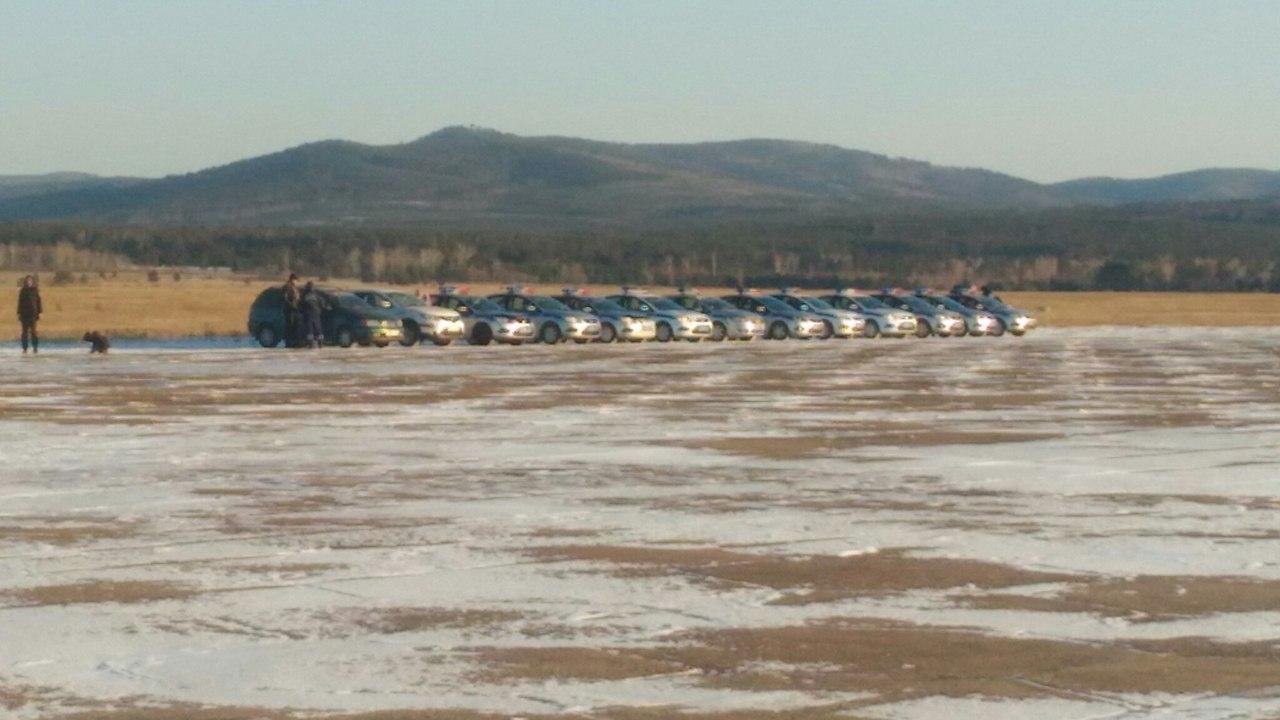 Ваэродроме Читы выстроили новогоднюю елку из159 авто