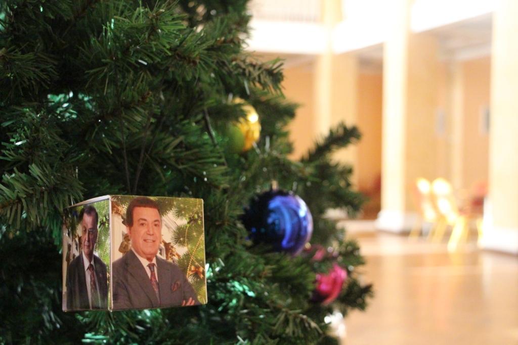 ВЧите В. Путина иМедведева повесили нановогоднюю елку