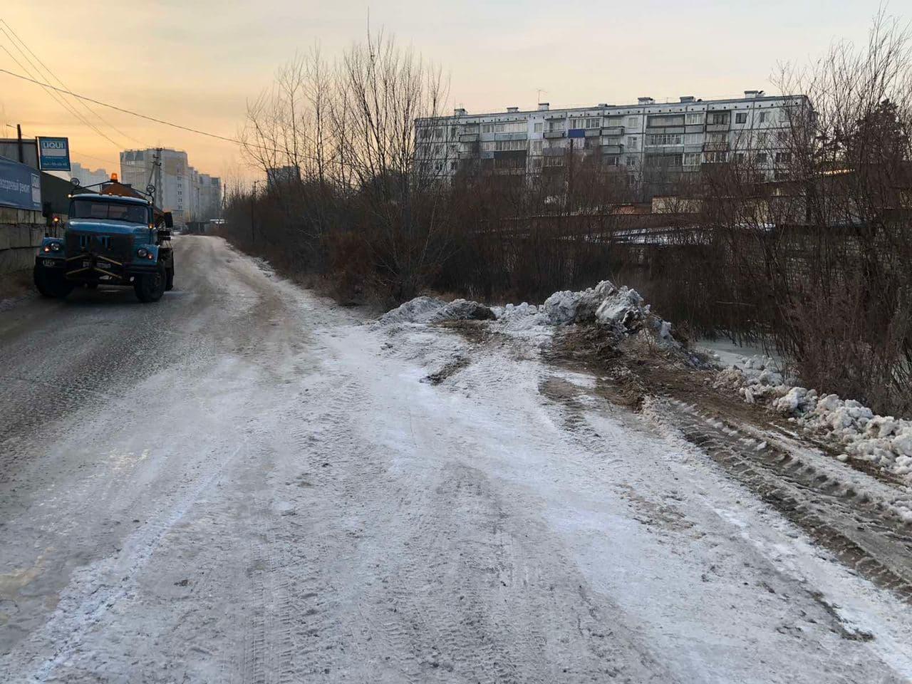 ДМРСУ устраняют последствия залива рекой улицы в Чите