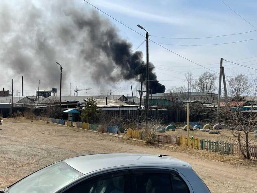 Жители Кадалы пожаловались на жуткий черный дым